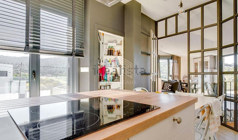 Grupo galo casa chalet en venta en vigo de 555 m2 for Oficina de correos vigo