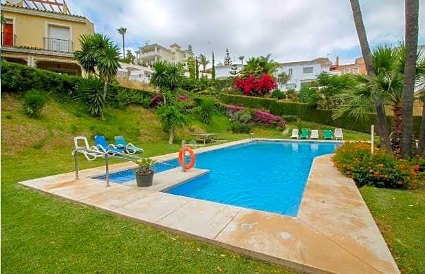 Casa de campo de 3 dormitorios en primera línea de golf con fantásticas vistas al golf y al mar,Mijas, Costa del Sol