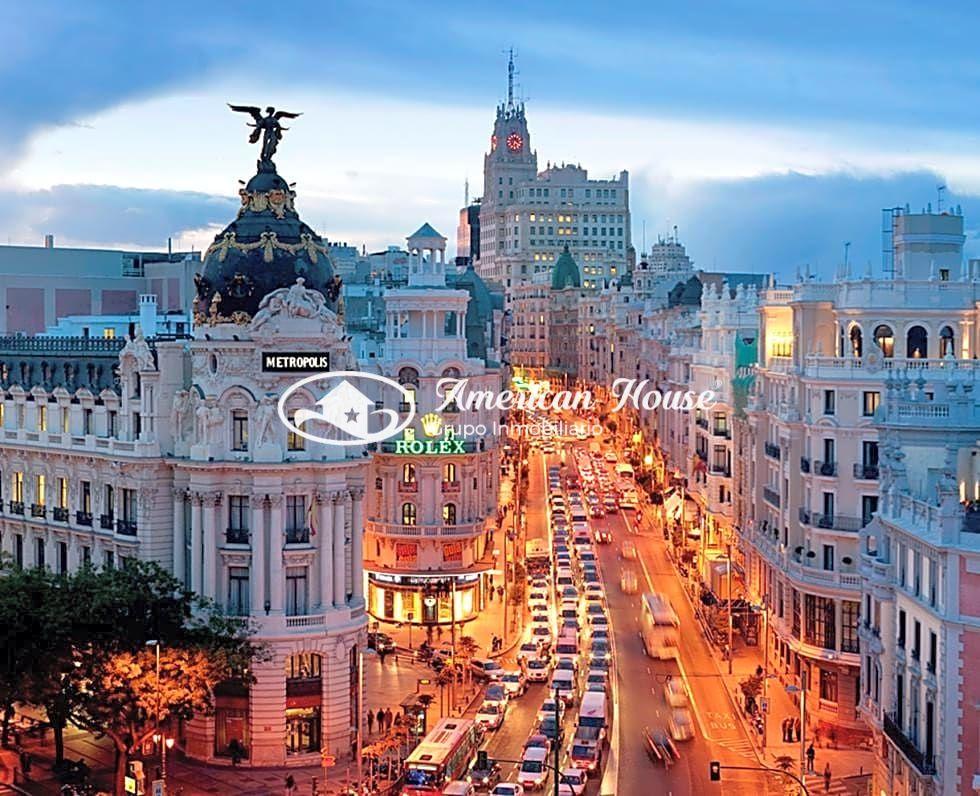 Gran Parking en Venta muy Céntrico con más de 350 plazas de Garaje en Madrid, España