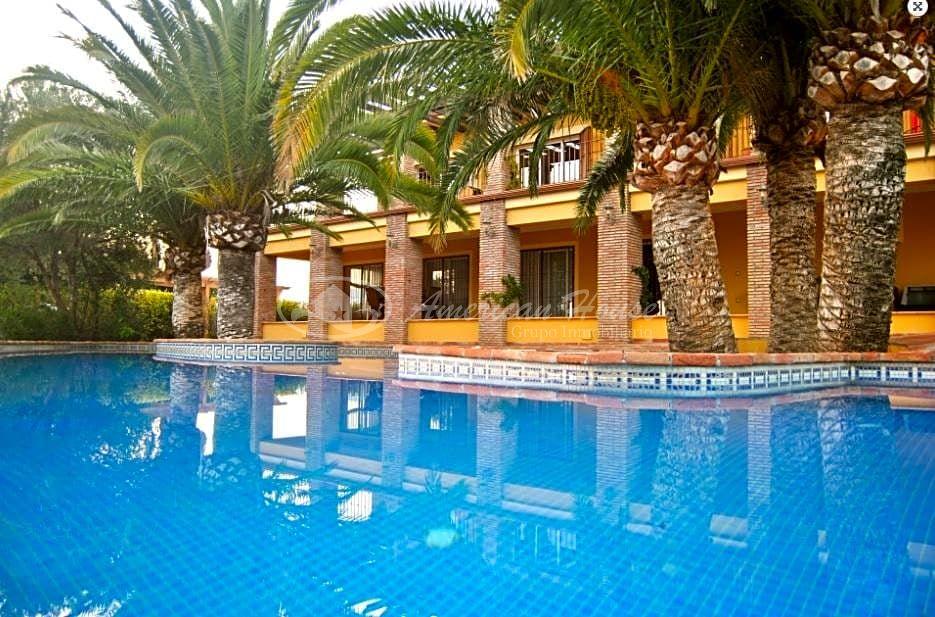 Atávica Villa de Lujo en Venta en Elviria, Marbella, Málaga