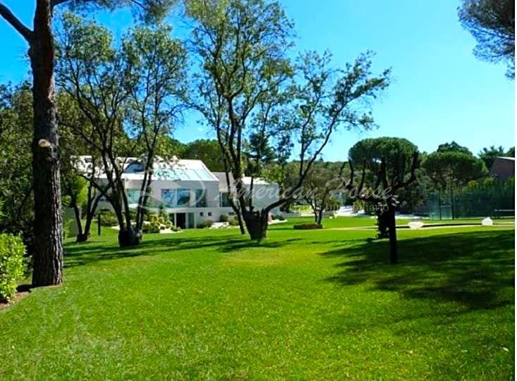 Elegante Villa  de Lujo en Venta en Pozuelo de Alarcón, Madrid