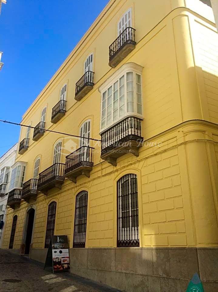 Exclusíva Casa Palacio de 1200 m2 en venta en el centro neurálgico de Tarifa, Cádiz