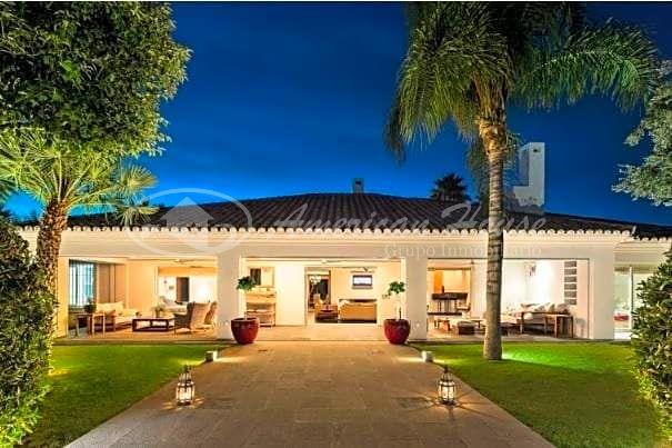 Espectacular Villa de lujo en primera línea de Golf, Los Naranjos Golf, Nueva Andalucía, Marbella, Málaga