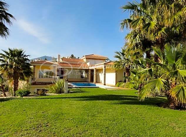 Villa de lujo independiente en parcela de 1.500 m2 en la zona de La Alquería en Benahavís, Málaga