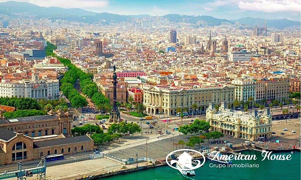 Fabuloso Edificio en Venta con viviendas y locales en la zona centro de Barcelona, España