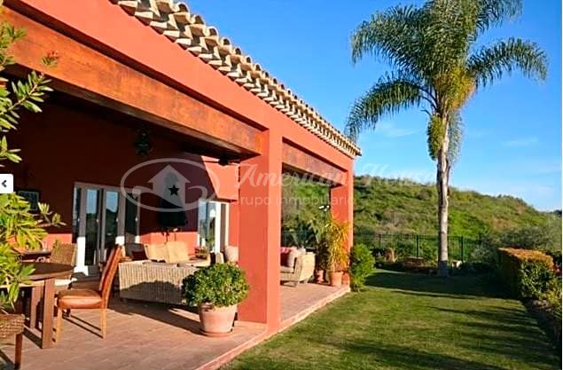 Bohemia Villa en venta en la Lujosa zona de Benahavís, Marbella, Málaga