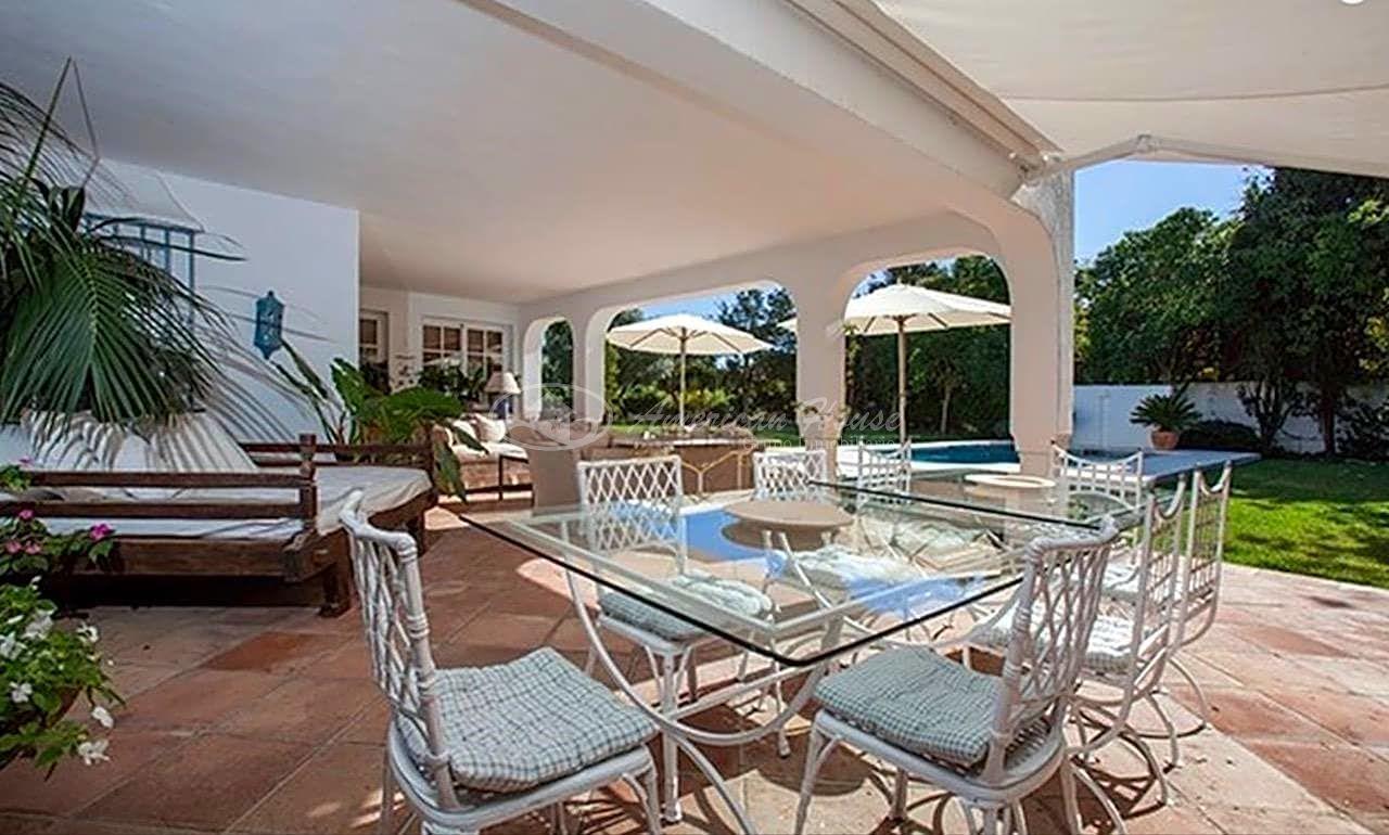 Fabulosa villa en un oasis de tranquilidad en Guadalmina Baja, Marbella, Málaga