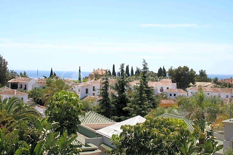 Lujoso Apartamento en venta en La Milla de Oro, Marbella Málaga