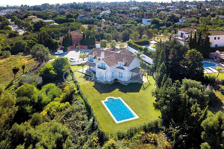 Bonita Villa recientemente Renovada en Venta en Sotogrande Bajo, San Roque, Cádiz