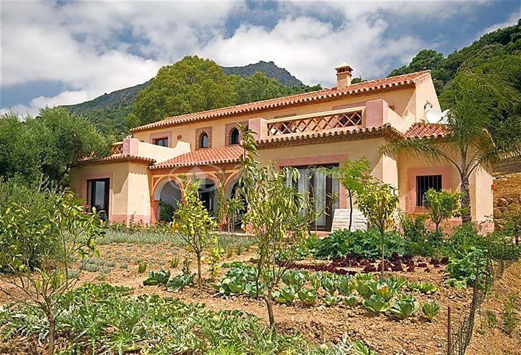 Elegante Villa  de Lujo provenzal en Venta en la Sierra de Gaucín, Estepona, Málaga