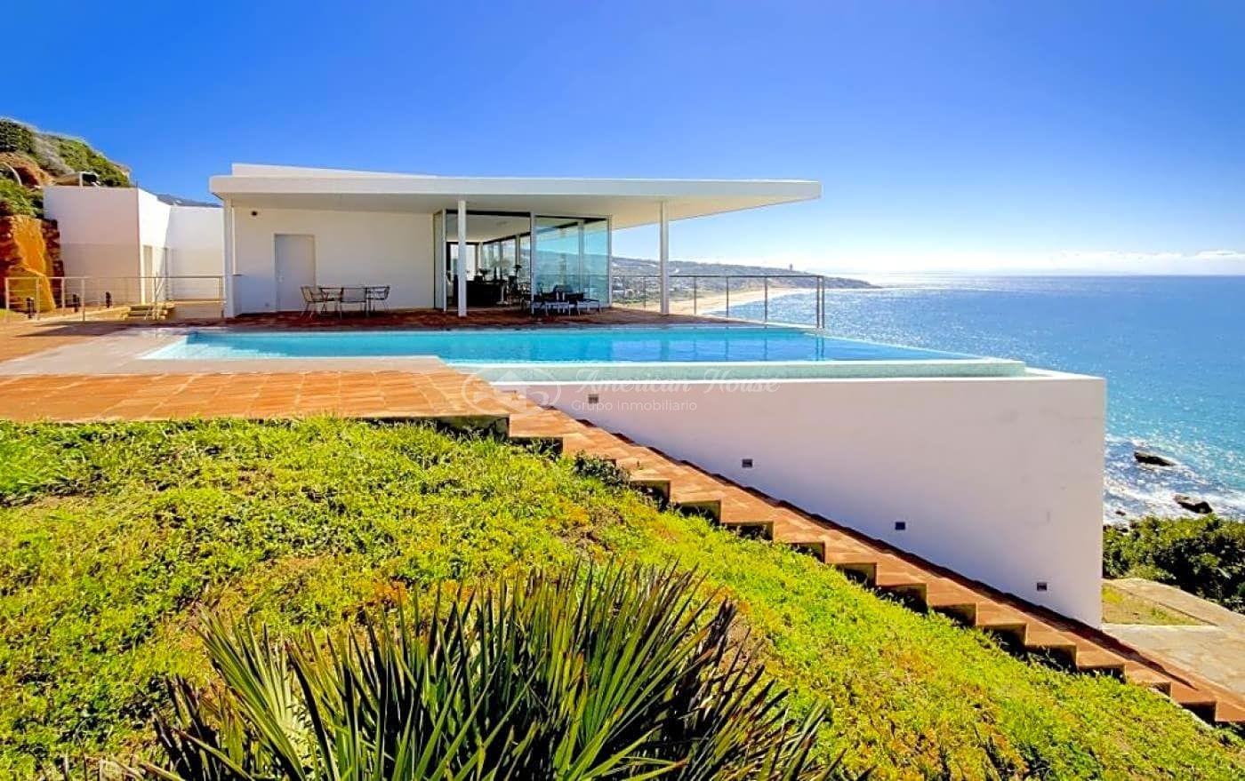 Insólita villa con lineas Vanguardistas y vistas al mar en venta en Zahara de los Atunes, Cádiz