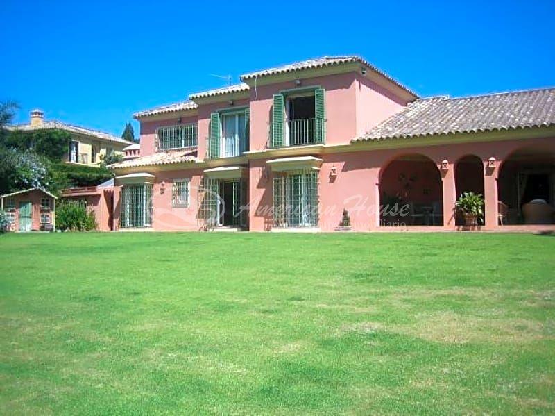 Encantadora Villa en venta en Sotogrande Bajo, San Roque, Cádiz