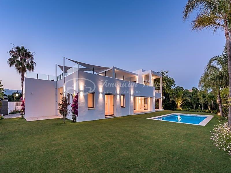 Impresionante Villa de Lujo en venta en la zona de Casasola, Estepona, Málaga