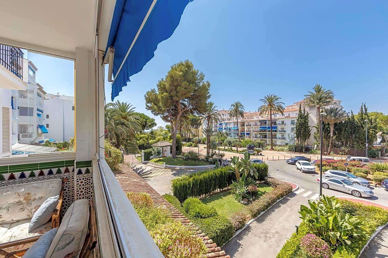Espacioso apartamento en el complejo Playas del Duque, Puerto Banús, Marbella
