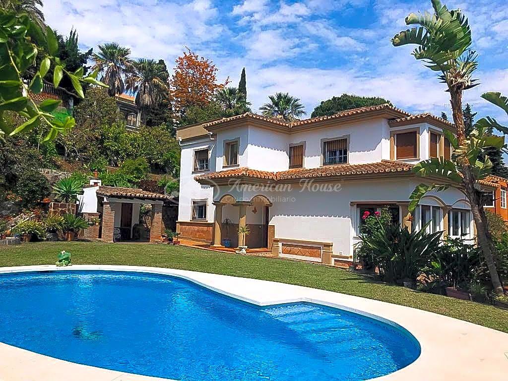 Inmaculada Villa con estilo Andaluz en venta en Nueva Andalucía, Marbella, Málaga
