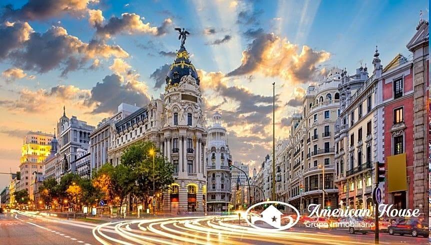 Gran Parking con mas de 100 plazas de Garaje en venta en Madrid, España
