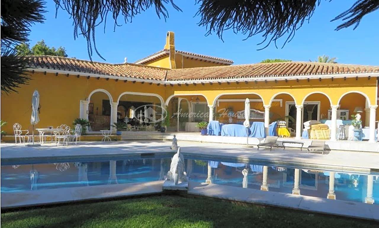 Estupenda Villa de Lujo en Venta en Guadalmina Baja, Marbella, Málaga