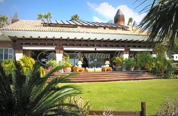 Lujosa Villa en venta con vistas al Mar en Milla de Oro, Marbella, Málaga