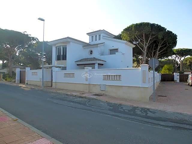 Exclusivo Chalet de primeras calidades en la zona de Playa de La Barrosa, Chiclana , Cadiz