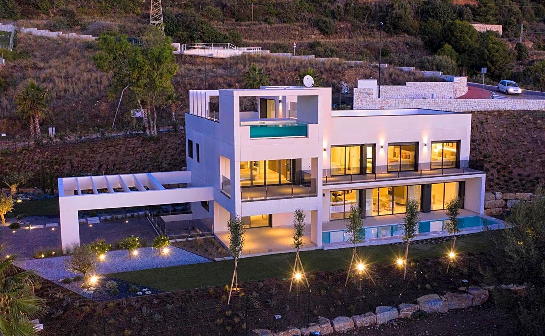 Villa  for sale    in Benalmádena