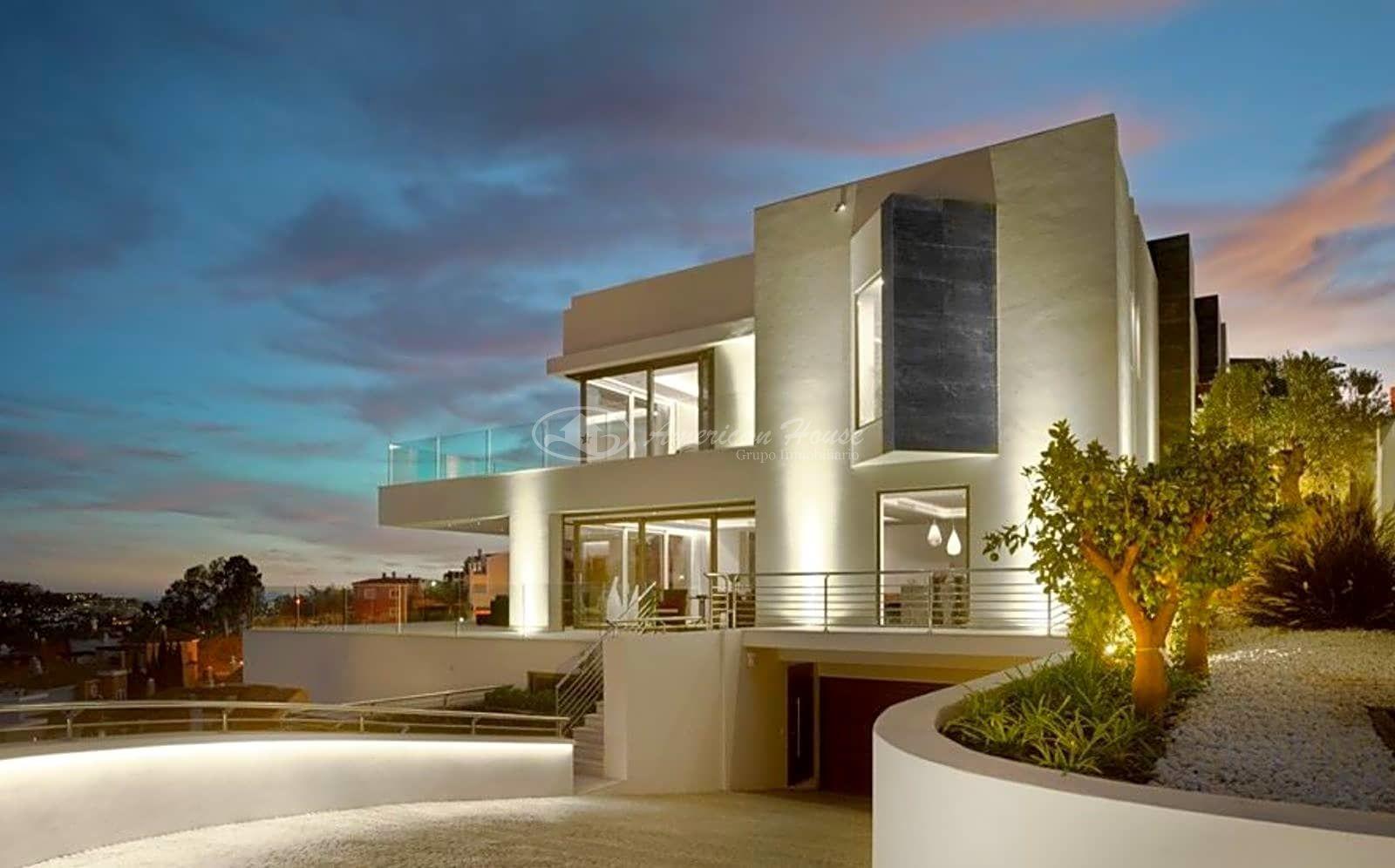 Elegante y Vanguardista Villa de Lujo en Venta en Nueva Andalucía, Marbella, Málaga