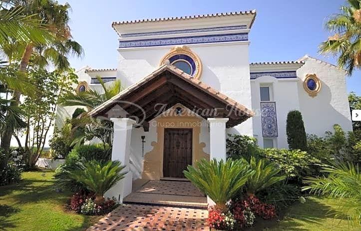 Fabulosa Villa de Obra nueva en venta con vistas al Golf y al Mar en La Alquería, Benahavís, Málaga