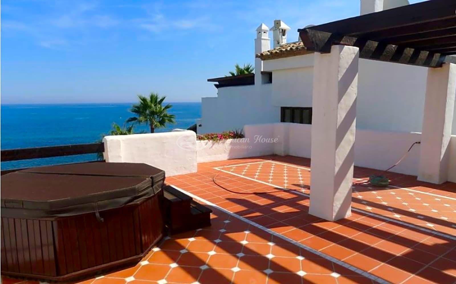 Exclusivo Apartamento en Venta con Vistas insólitas al Mar entre Puerto Banús y San Pedro de Alcántara, Marbella