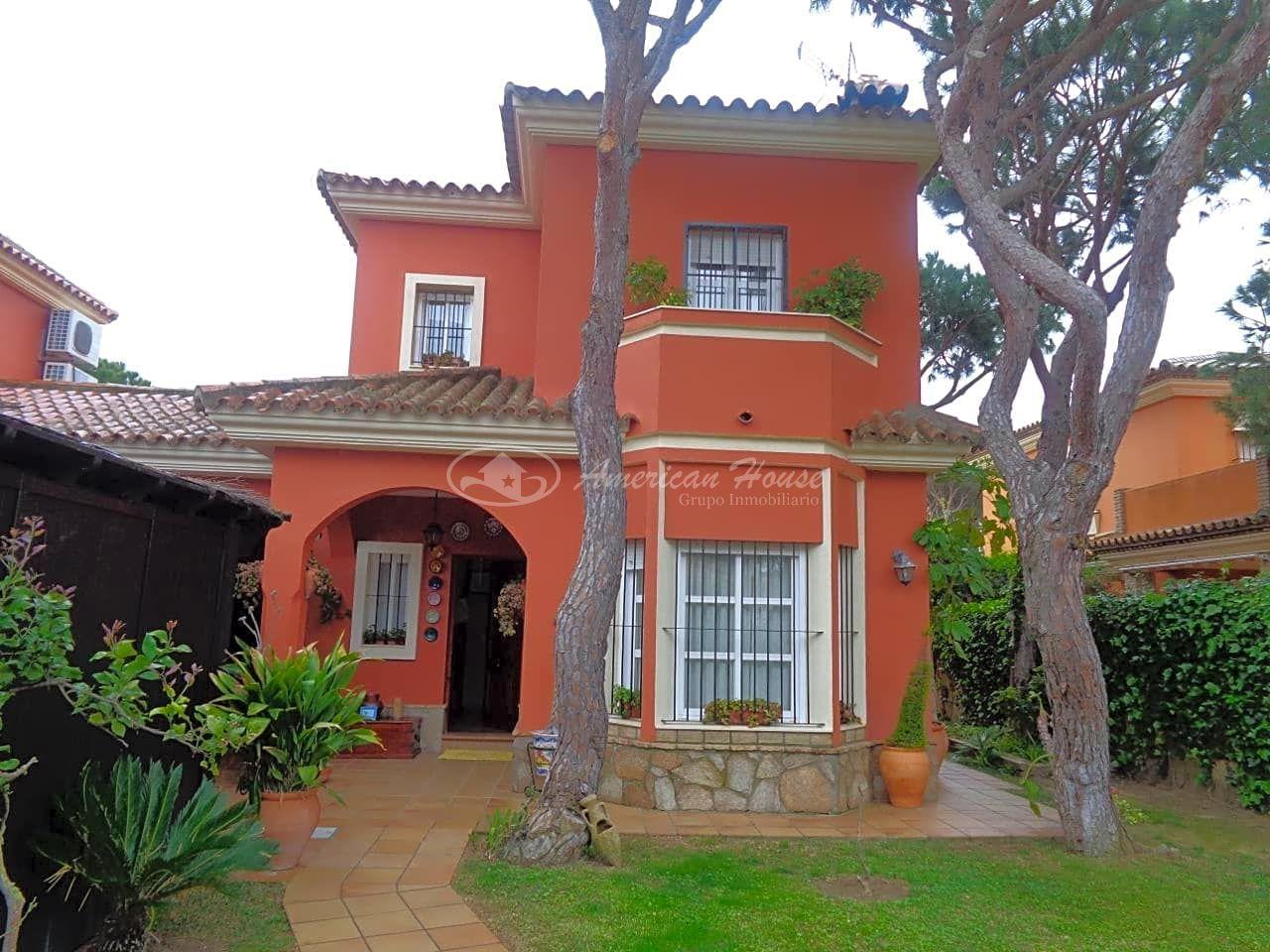 Precioso Chalet en Venta en la inigualable zona de La Barrosa, Chiclana de la Frontera, Cádiz