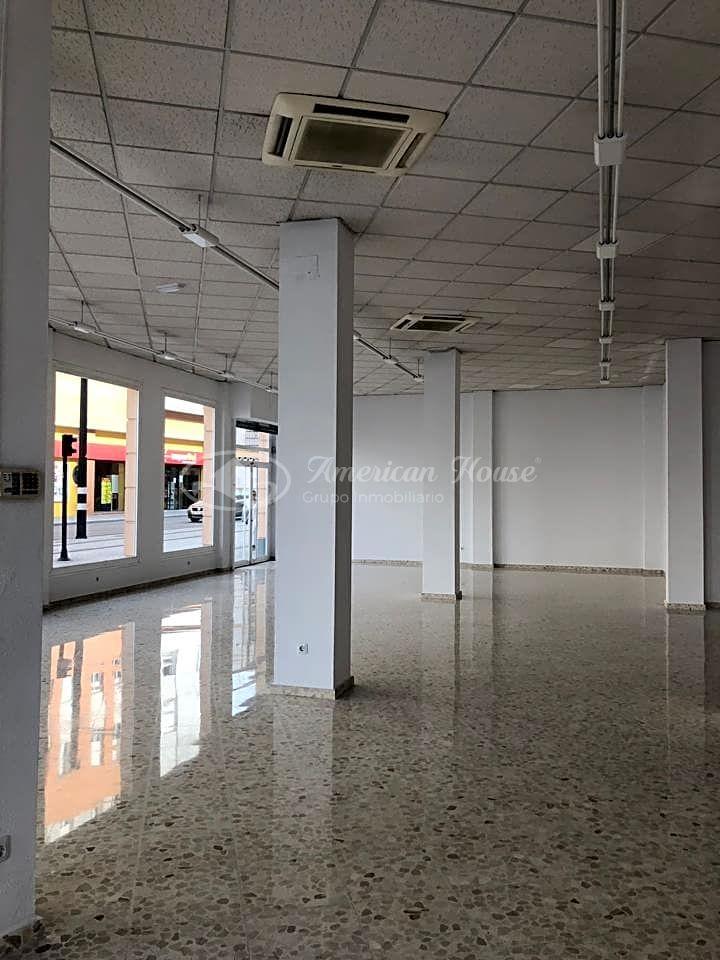 Gran Local en de 386 m2 en Alquiler en la zona centro de Chiclana, Cádiz