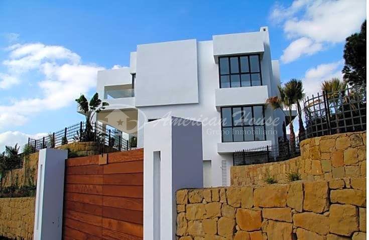 Villa de Lujo de Obra Nueva en Venta en La Milla de Oro, Marbella, Málaga